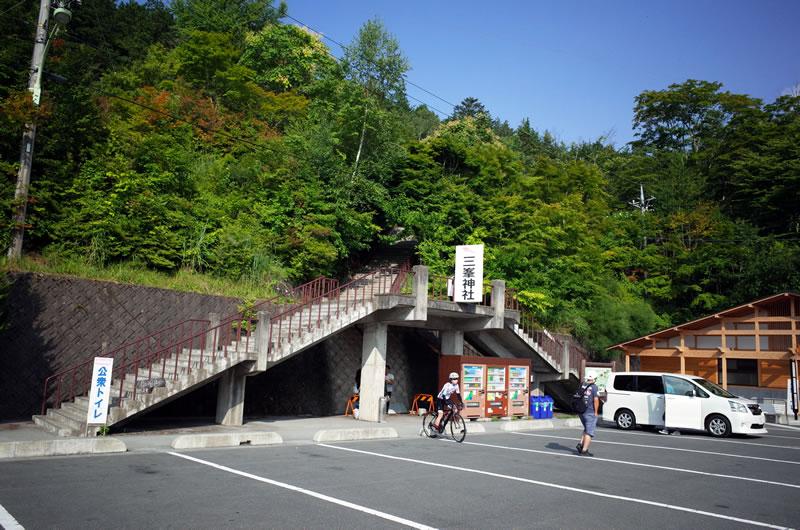 何とか三峯神社の駐車場にたどり着いたのだけど。。。