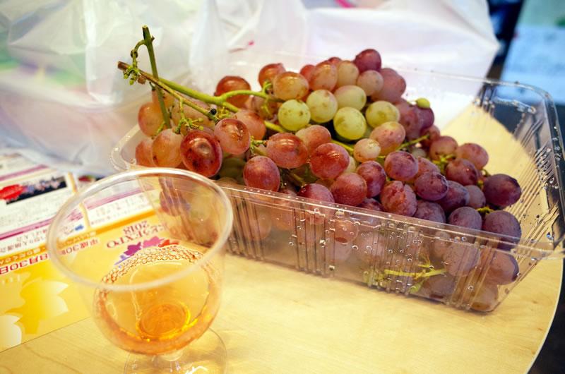 ぶどうをつまみにワインを楽しむなど