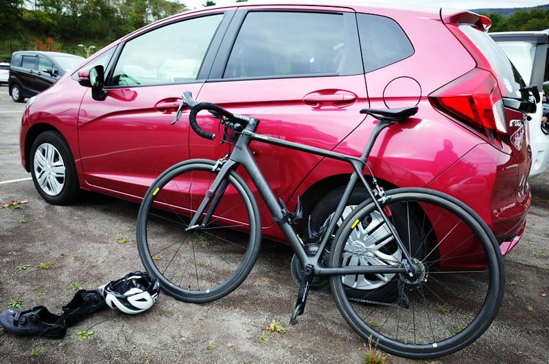 ロードバイクを楽しめるコンパクトカーの王道はホンダ・フィット