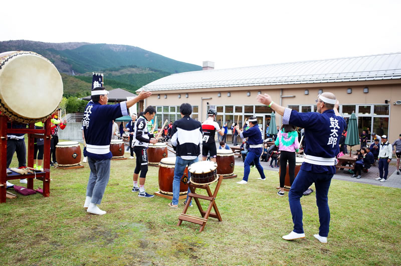 日本からのおもてなしで、参加者も和太鼓を叩ける