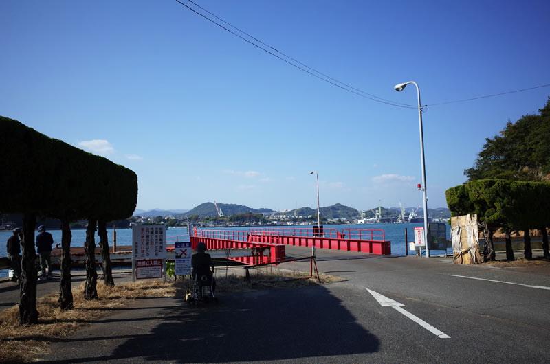 戸崎港。釣り人がたくさんいます。