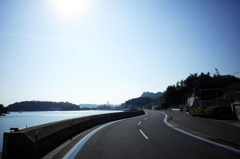 生名島の先に大きな橋が見えます