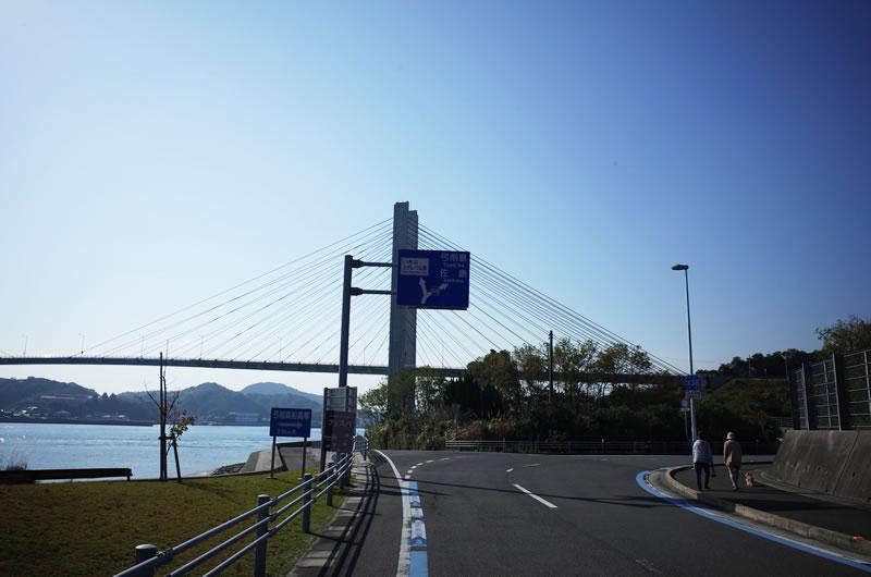 生名島と佐島を結ぶ生名橋。