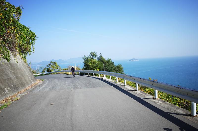 弓削島のヒルクライムを上り切るとこの絶景!