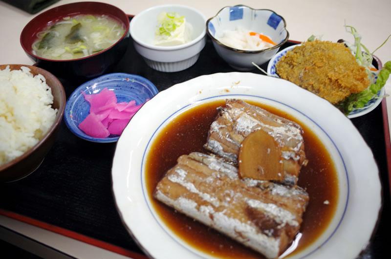 太刀魚の煮つけ定食。美味い!