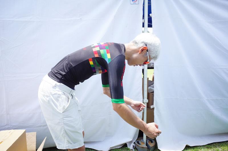 178cm、65kgのS-RIDE ST半袖ジャージ・Mサイズ試着例 (前傾姿勢)