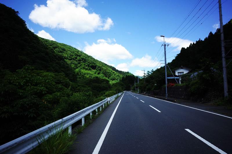 志賀坂峠までの道のり。快適な向かい風(*´ω`)