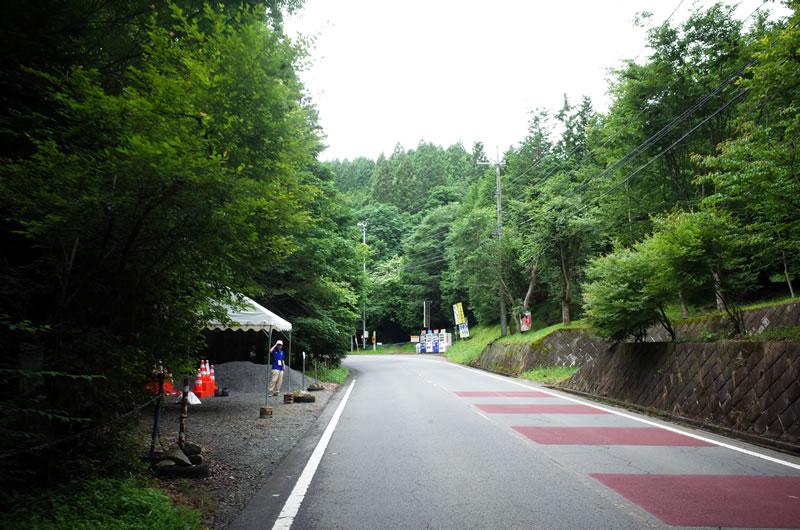 山伏峠の途中にはスタッフ待機所が
