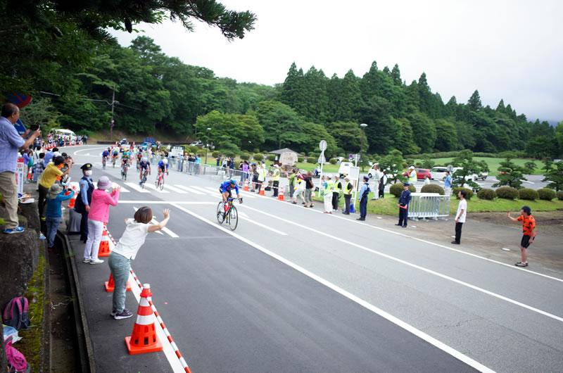富士霊園は3回も集団が通過する絶好の観戦スポット