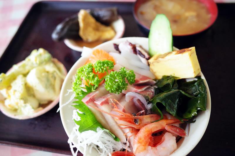 海鮮丼もこのクオリティでめっちゃ安い!