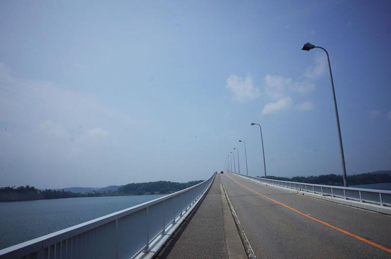 真ん中が凹っとしてる橋、一番ダメな奴。橋として失格