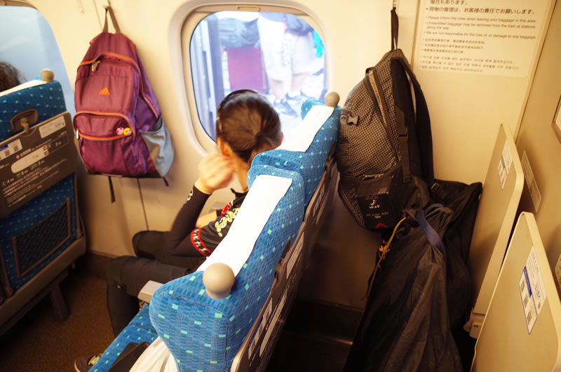 新幹線の最後部座席の後ろに荷物置くのは予約制になります!