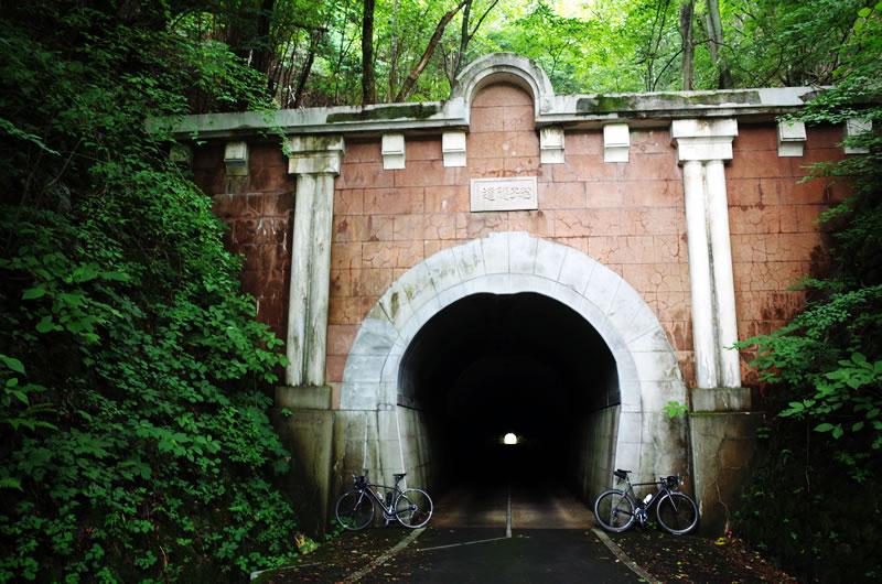 笹子峠にはトンネルがあります