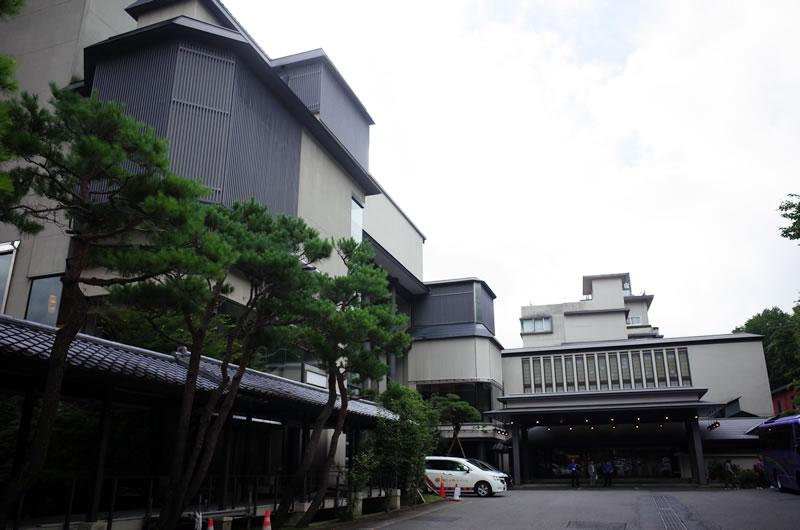 宿泊したホテル松乃井を出発