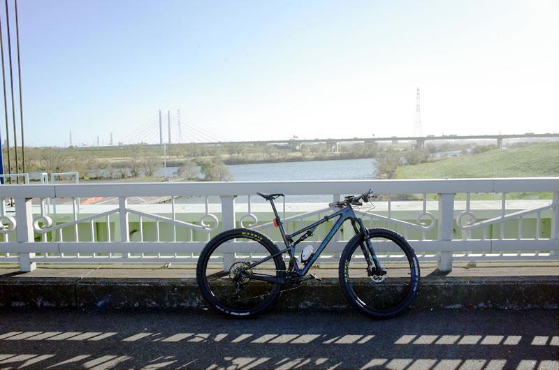 あまりの強風に朝霞水門でギブアップ
