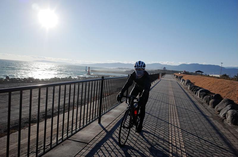 爆風の太平洋湾岸サイクリングロード