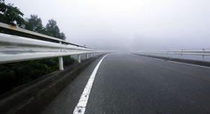 霧に包まれる船原峠