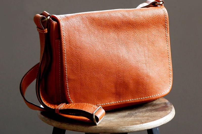 土屋鞄のショルダーバッグを愛用しているけど・・・