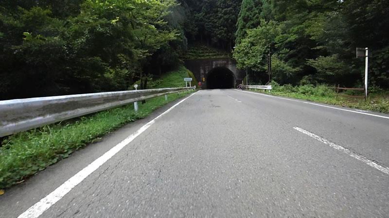 トンネルが見えたら雛鶴峠!