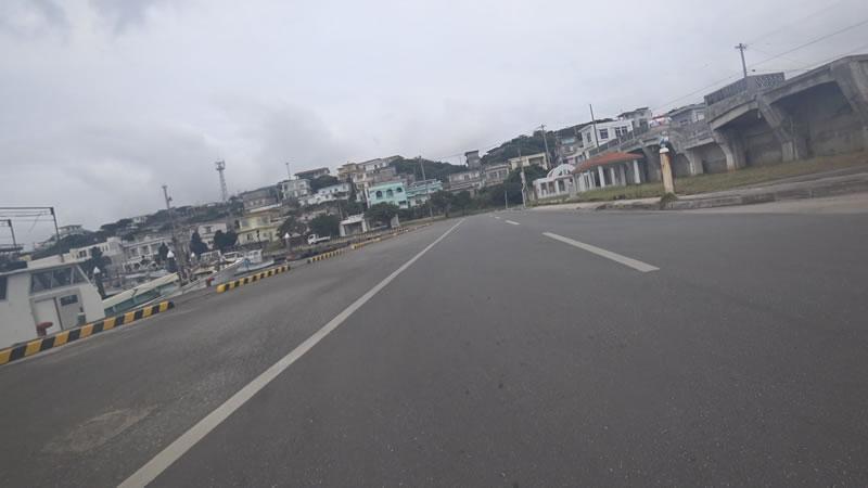 伊良部島の港には食堂が何軒かあってランチスポット