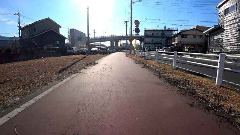 土浦駅に近づくにつれて建物が出現