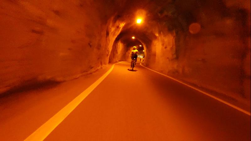 小さな隧道もあったりして(^ω^)