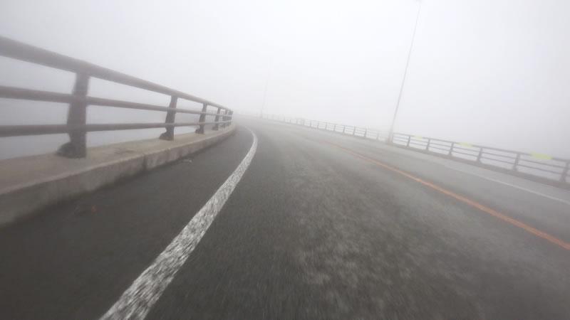 視界が悪いおかげでループ橋が怖くない!