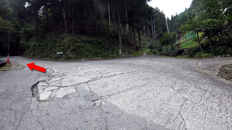 竹寺までの道、すごい斜度!